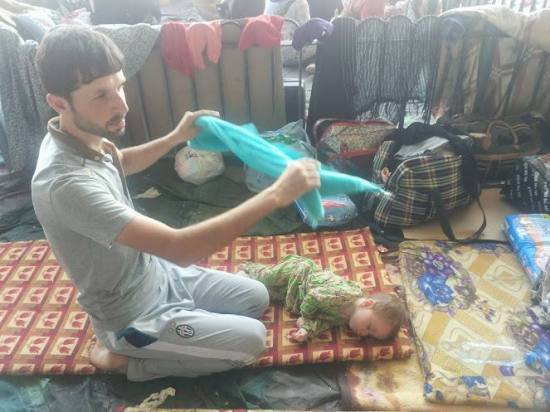 Turkmen refugee father and baby